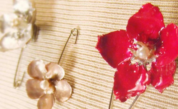 How to Make a Faux Enameled Flower Brooch