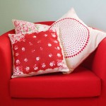 An Easy Throw Pillow Sewing Pattern Using Vintage Hankies